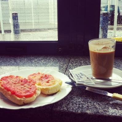 cafe con leche y una tostada con tomate y aceite. Spain.