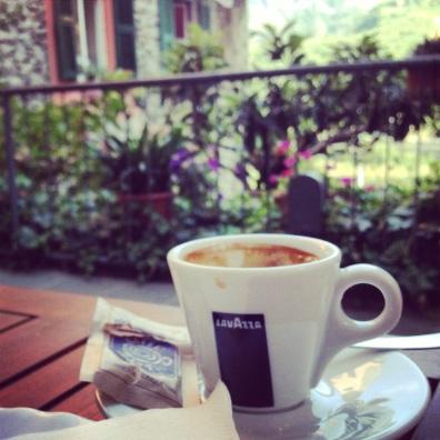 Cinque Terre caffeination- macchiato in Corniglia
